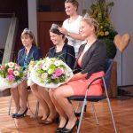Magdalena Malin, Weinkönigin 2016/17 krönte ihre Nachfogerinnen Franziska Aatz, Kim Lucy Rutz und Katharina Kammerer (©Kratz)