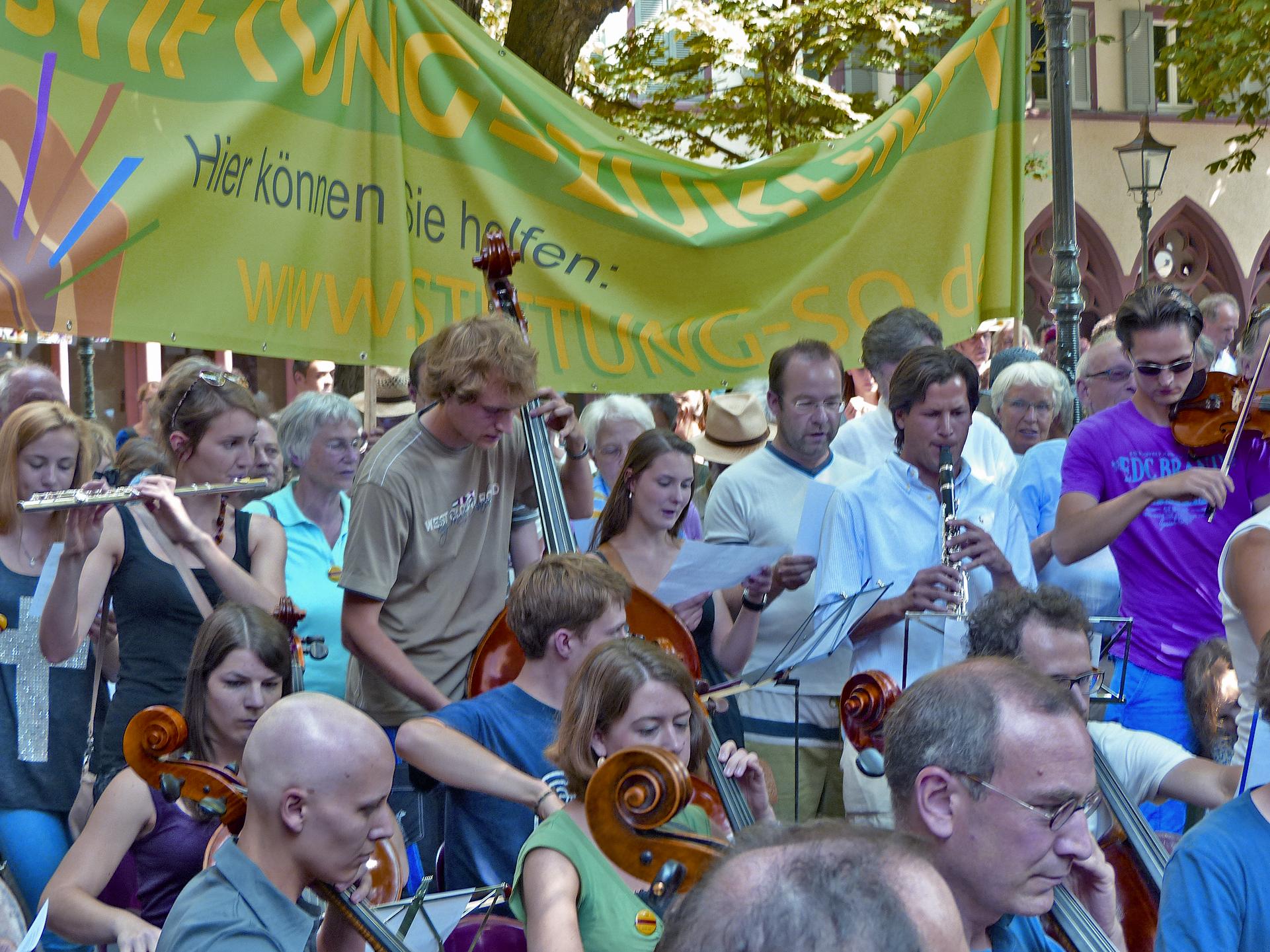 Demo, Demonstration, Rathausplatz, Freiburg, SWR, Sinfonieorchester