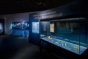 """Blick in die Ausstellung """"Blumenreich"""" - Antikenmuseum Basel"""