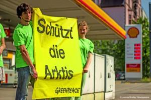 Greenpeace Freiburg protestiert gegen Ölbohrungen in der Arktis