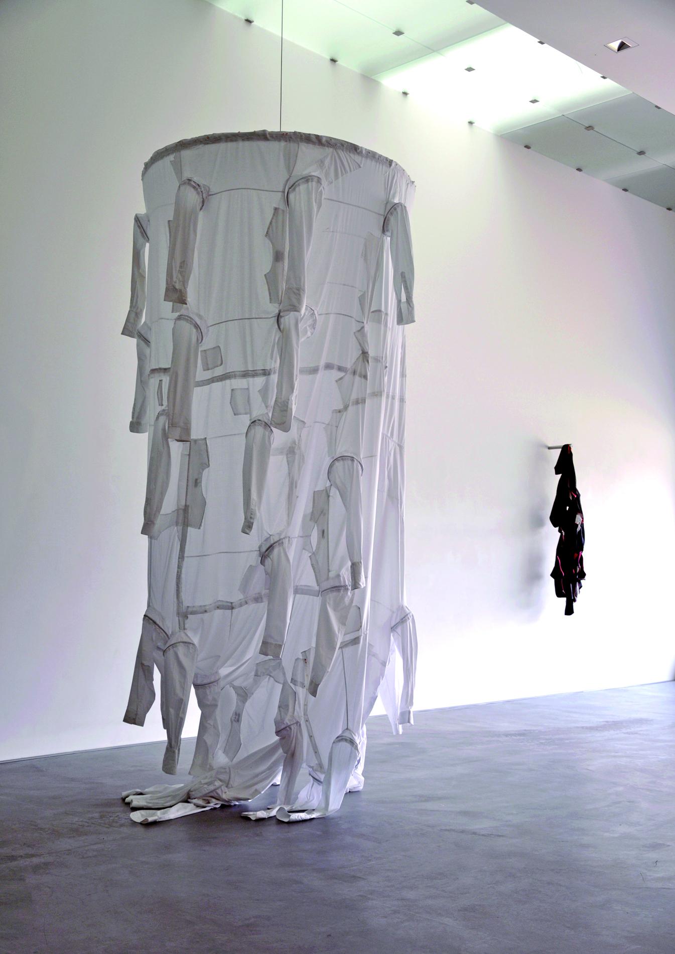 """""""Form folgt"""" / Andrea Ostermeyer: Weiße Hemden, 2014"""
