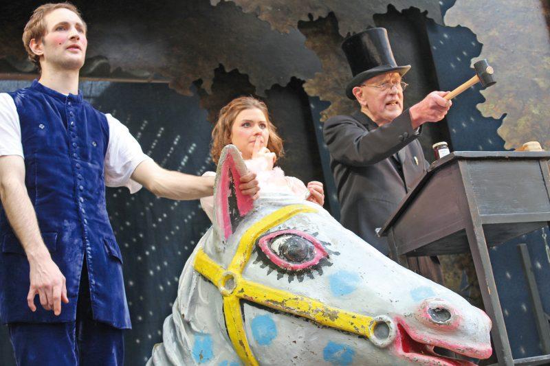 Claus Peymann (rechts) in voller Aktion, assistiert von den Schauspielern Marina Senckel und Raphael Dwinger