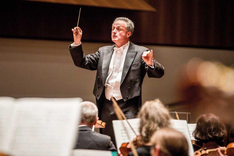 Fabrice Bollon, Generalmusikdirektor des Philharmonischen Orchesters Freiburg (© Britt Schilling)