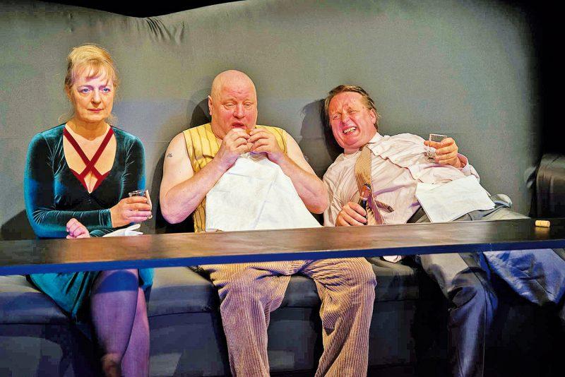 """Max Frischs """"Biedermann und die Brandstifter"""" im Wallgraben Theater"""