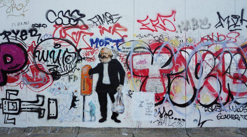 Die East Side Gallery Berlin feiert 30 Jahre und enthüllt ein Original